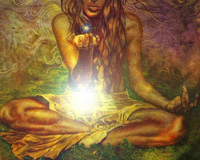 mujer medita luz utero