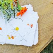 papel reciclado con flores