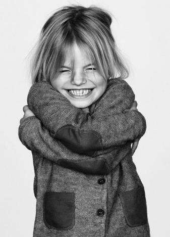 abrazarse niña.jpg